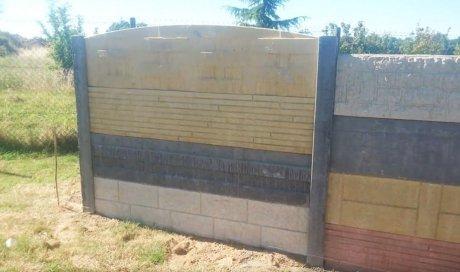 Mur de clôture ou palissade occultante en dalles béton matricées et peintes